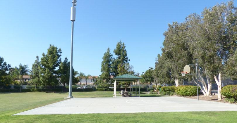 Cerro-De-Las-Posas-Park-Basketball