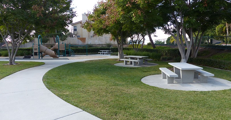 Amigo-Park-flat-picnic-area-tables